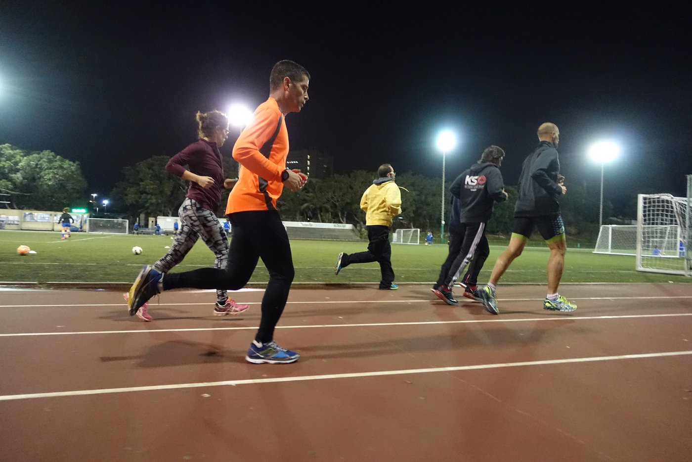 אימון ריצה באיצטדיון אתלטיקה