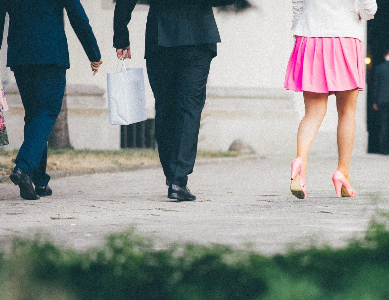 נעליים: נעלי עקב או נעלי חליפה?