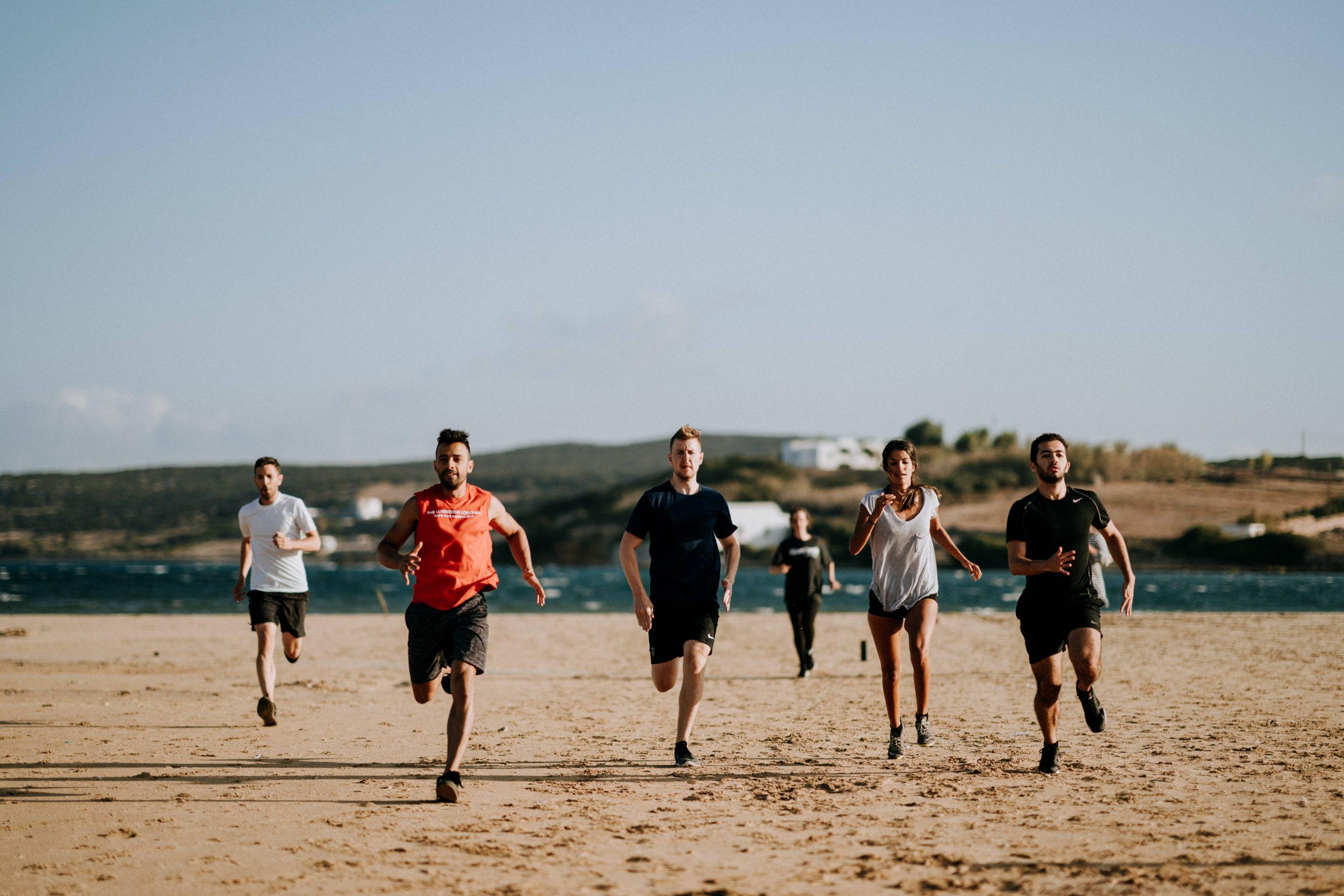 לרוץ עם חברים